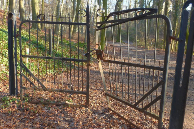 ornamental-iron-gate-that-is-very-old,-rusty-and-damaged